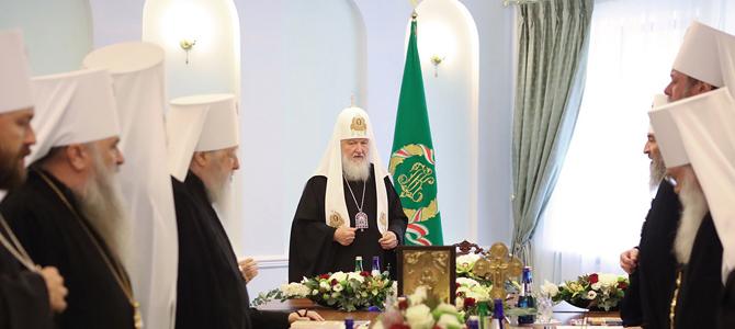 Оглашение послания Священного Синода Русской Православной Церкви в связи с посягательством Константинопольского Патриархата на каноническую территорию Русской Церкви